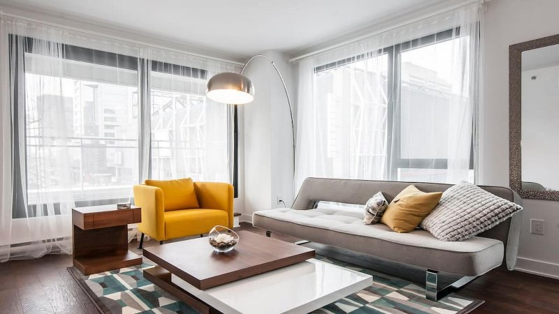 Downtown Luxury & Modern Condo, vacation rental in Montreal