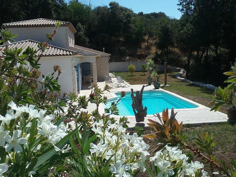 LUXUEUSE Villa Architecte Neuve Climatisée Style Mas, Prestations Haut de gamme, casa vacanza a Roquefort les Pins