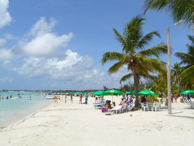 Playa Boca Chica. 30 minutes. auto.