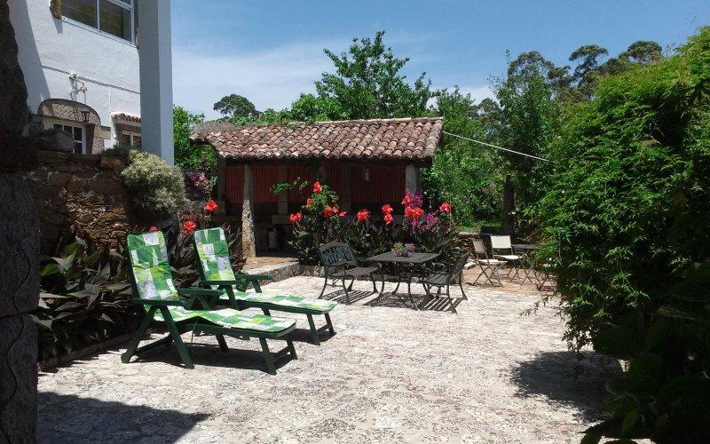 Rio Mino Cottage terraza delantera privada y zona de barbacoa.