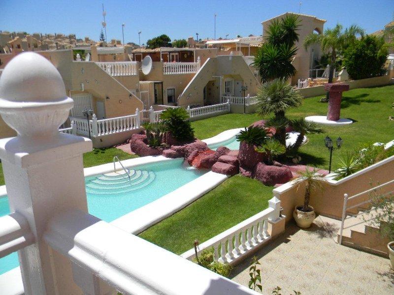 Luxury Townhouse Overlooking Feature Pool in El Galan – semesterbostad i Orihuela
