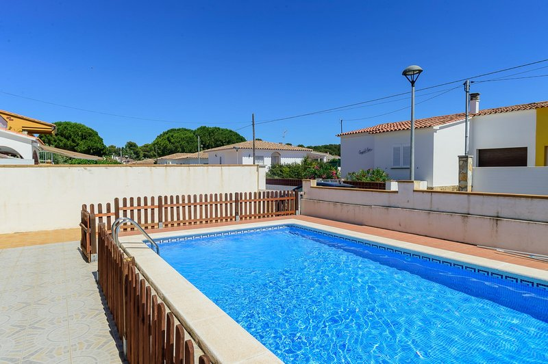 Costabravaforrent Ricardell, up to 8 with pool, vacation rental in L'Escala