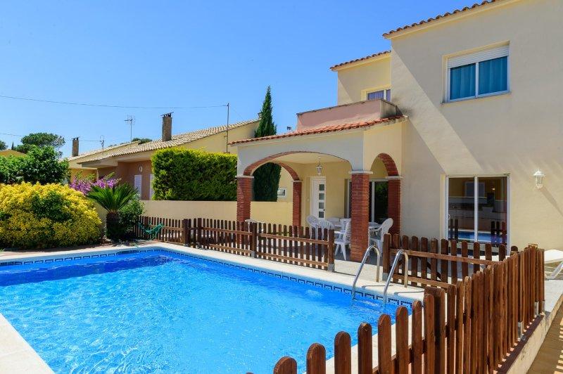 Costabravaforrent Ricardell, para 8, piscina, vacation rental in L'Escala