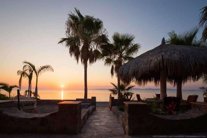 Luxurious Beach Front 3 Bedroom Vacation Home with Hotel like Daily Housekeeping, vacation rental in Loreto