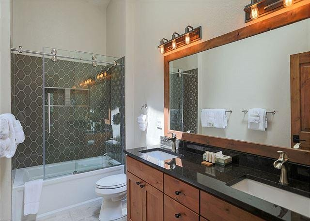 Royal Glen Guest Bathroom Frisco Lodging Vacation Rental