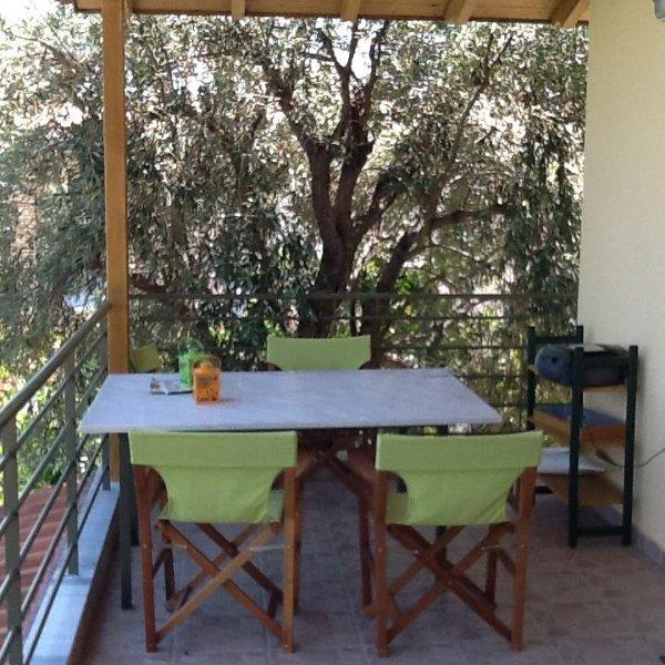Main veranda table. Magnificent views at any time.