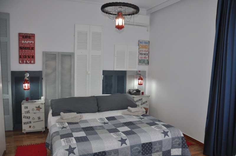 YOUR HOME, holiday rental in Glyfada