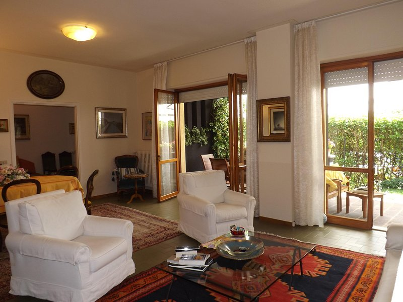 ELEGANT APARTMENT IN THE CENTER OF TOWN, holiday rental in Villanuova sul Clisi