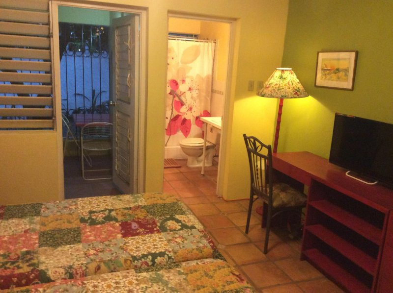 Heartease Suites, Unit 2, location de vacances à Kingston Parish