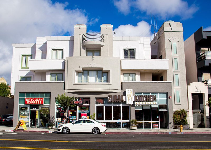 202F Luxury Suite Near UCLA Restaurants shops Grocery buses on Westwood Blvd., holiday rental in Los Angeles