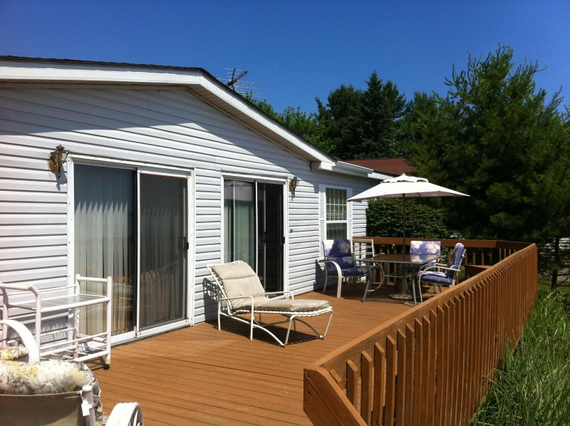 Hoff Cottage right on the Beach, location de vacances à Forester Township