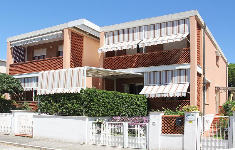 Blue Sky, a pochi passi dal mare, holiday rental in Follonica