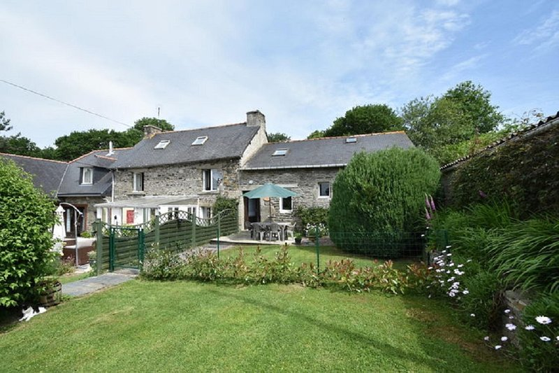 Roscoat, Géorgie, delightful gite in Mael- Carhaix, Central Brittany, holiday rental in Carnoet