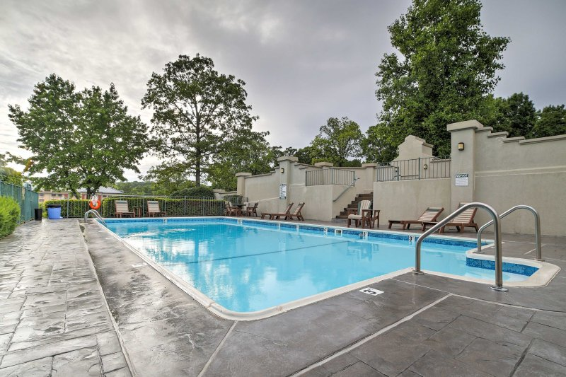 The unit is just steps from this outdoor, seasonal community pool.