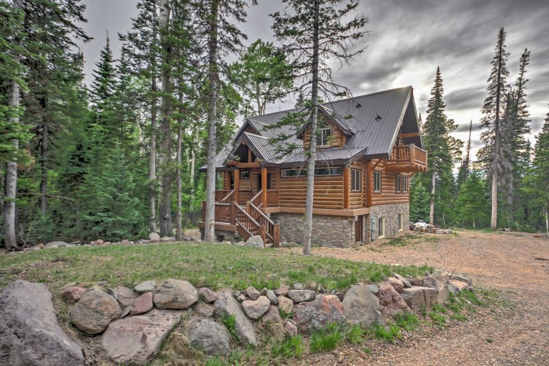 Explore beautiful Brian Head from this luxurious 4-bedroom, 3.5-bathroom vacation rental cabin!