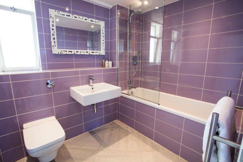 Impresionante a medida baño de diseño italiano con lujo calefacción por suelo radiante y una toalla blanca de empresa