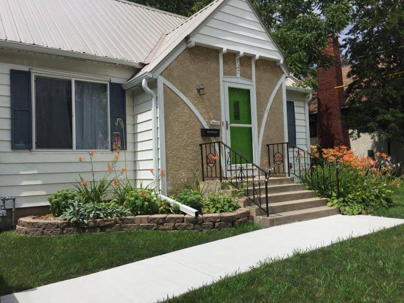 Cozy Slatterly Park Home, with the green door, convenient location., casa vacanza a Eyota