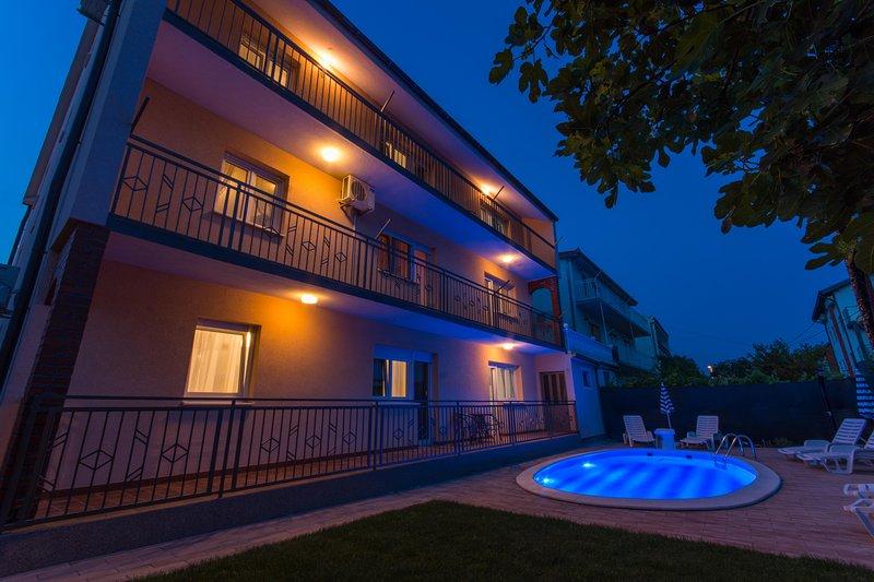 Villa Sunset Apartment 1, vacation rental in Kastel Kambelovac