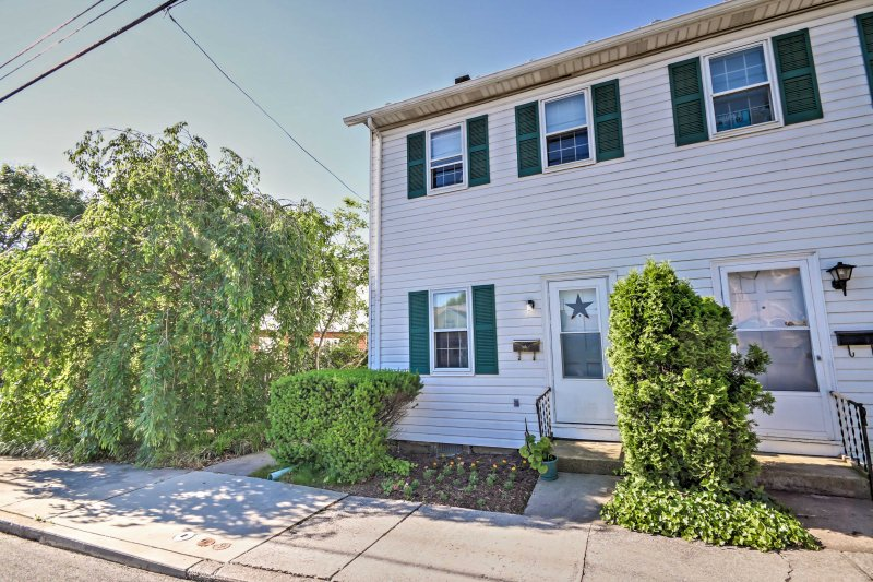 This quaint vacation rental townhome in Gettysburg is located within walking distance to numerous historic sites!