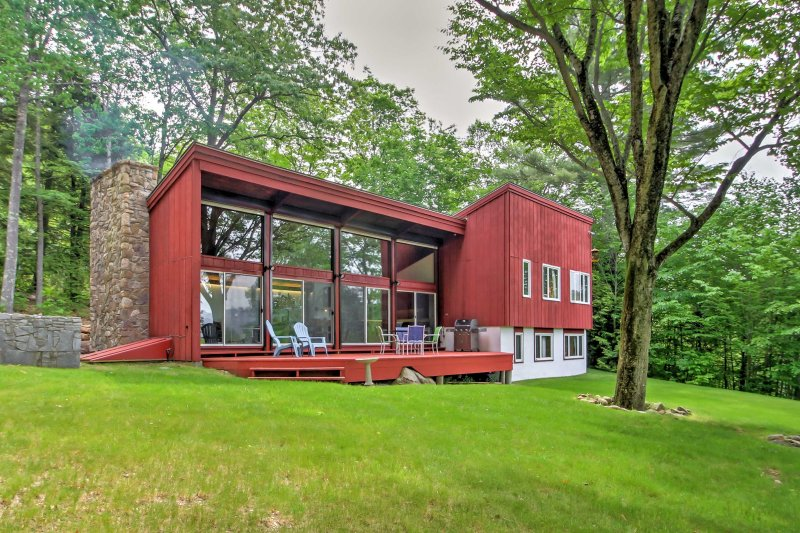Escape to the White Mountains in this 4-bed, 2-bath vacation rental house.
