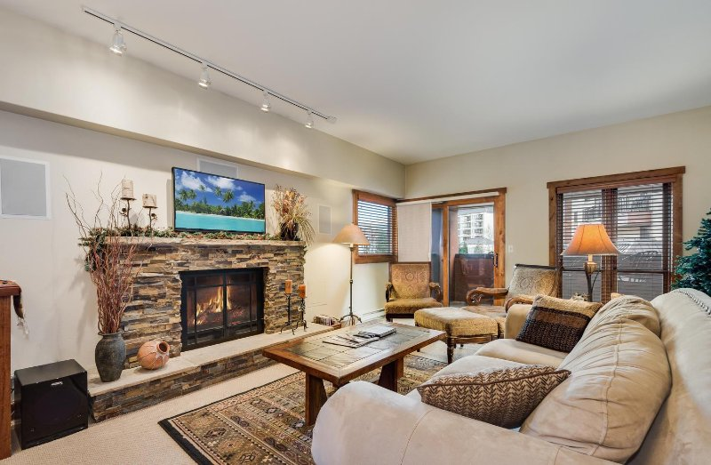 SkyRun Property - 'Village at Breck Wetterhorn 3205' - Living Room - Spacious living room over looking the plaza.