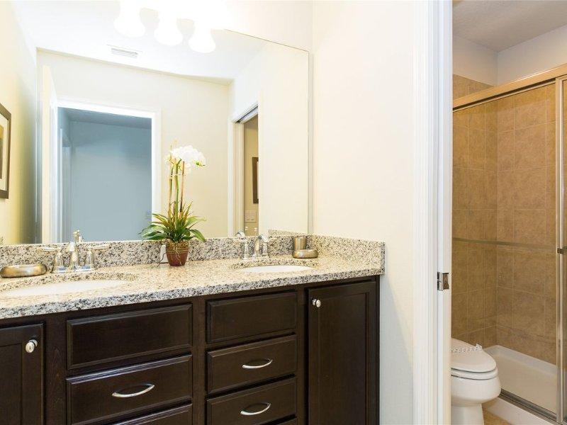 WC, Möbel, Innenaufnahme, Raum, Blumenschmuck