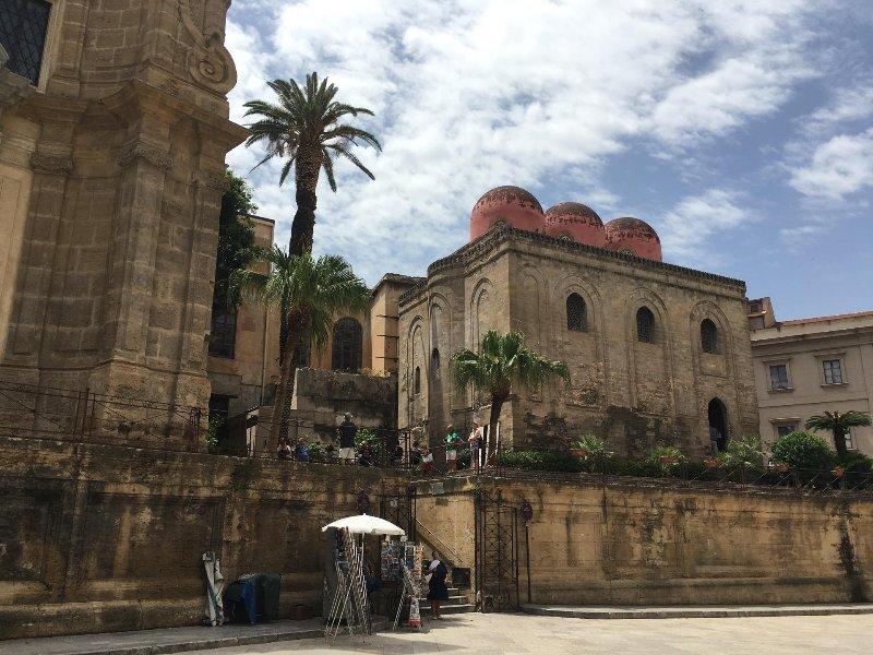Palermo centro storico 4 posti letto  I piano climatizzato tv lavatrice, holiday rental in San Nicola l'Arena