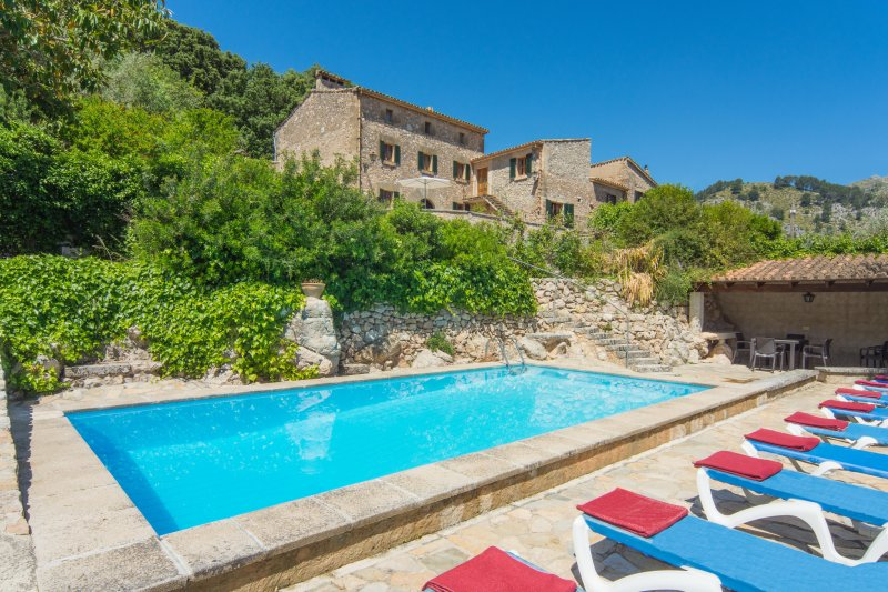 Villa Huguet. Mountain side location. Stunning views. Free car included!, vacation rental in Formentor