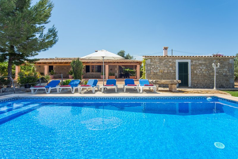Villa Moronera. Countryside location. Pretty Pool and BBQ zone. Free car! Chalet in Puerto Pollensa