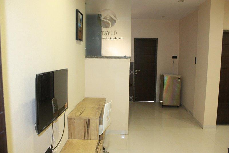 STAY 10 Luxury service apartment, location de vacances à Madhya Pradesh