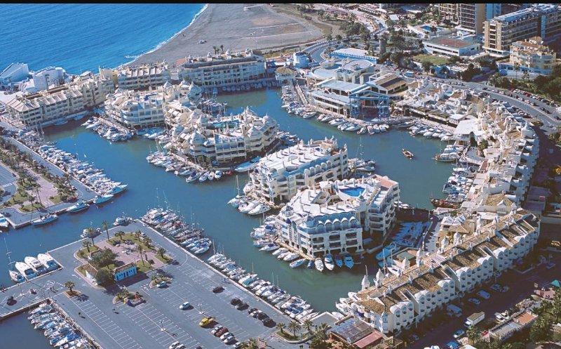 Beach apartment in the Benalmádena Port. With WiFi. opcion parking, alquiler de vacaciones en El Arroyo de la Miel