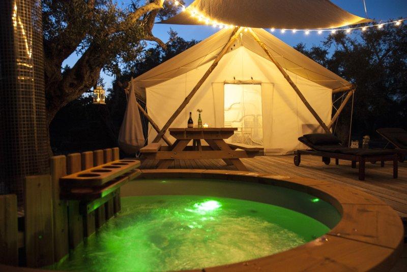 Hot tube tent