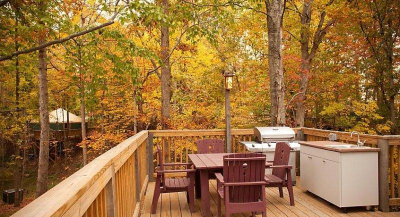 Su propia área de cocción al aire libre, además de la cocina completa en el interior.