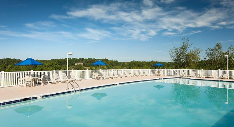 ¿Cambiar de opinión? Esta piscina al aire libre adicional está justo al lado.