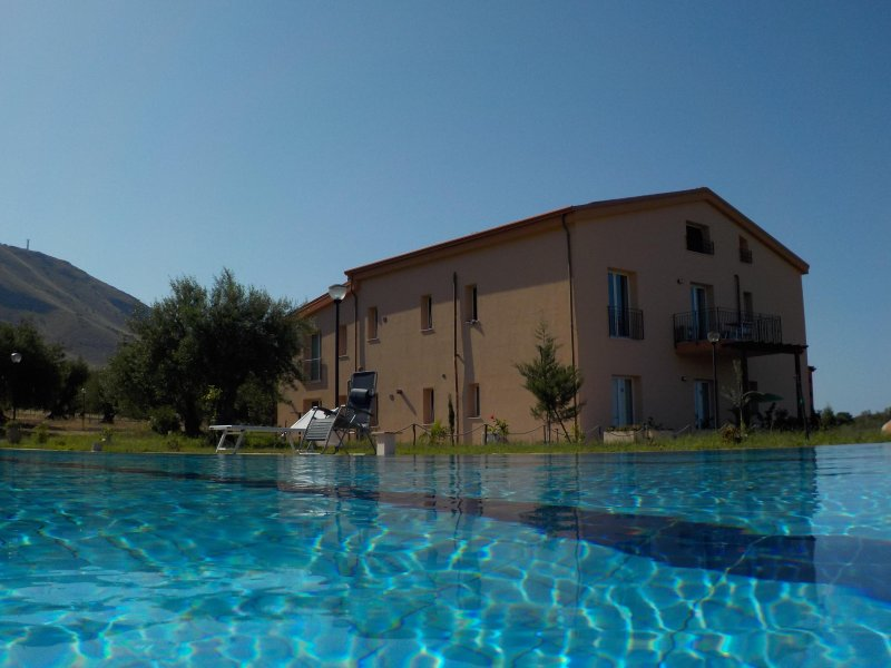 Prospectus north of the residence and swimming pool 20m for the exclusive use of guests