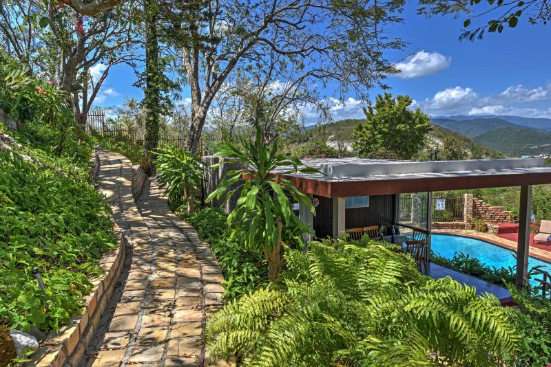 This tropical home lies close to downtown and the plaza to explore Ponce.