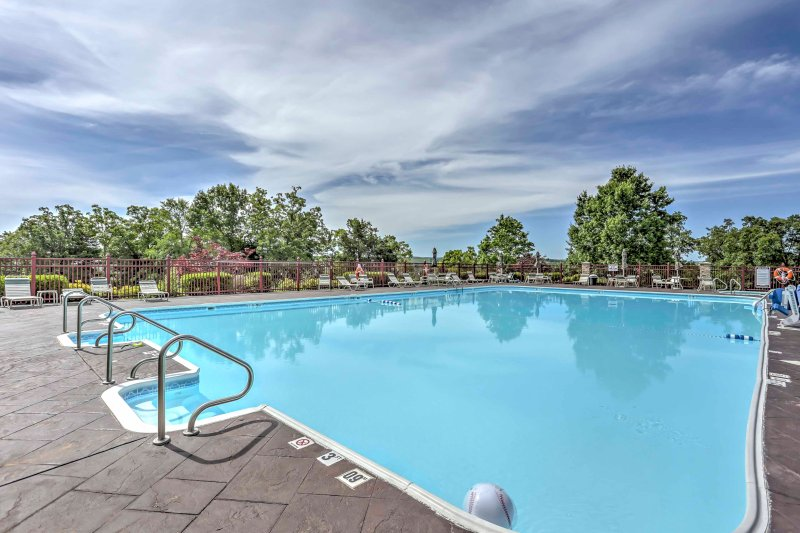 Explore the many attractions of Branson from this vacation rental condo!