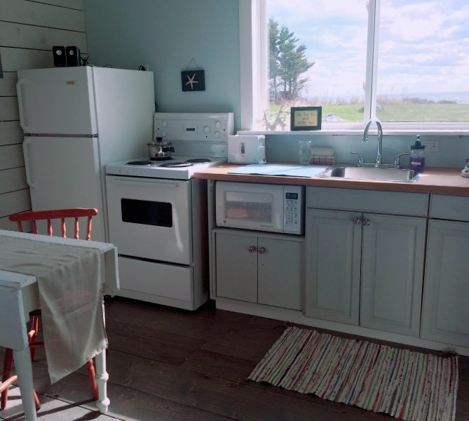 Well equipped kitchen with stove,fridge,microwave, toaster,kettle, coffee maker etc