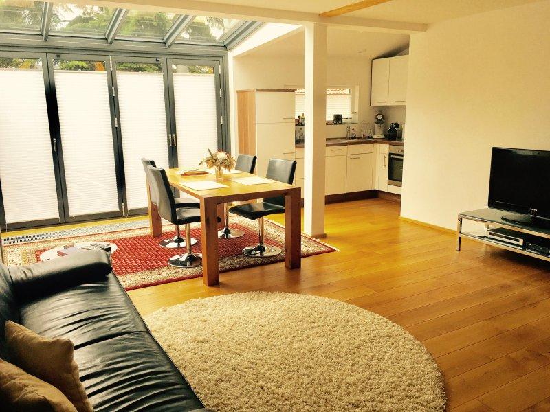 Charmantes 2 Zimmer-Apartment in ruhiger Lage 15 Minuten in die City, Ferienwohnung in Nürtingen