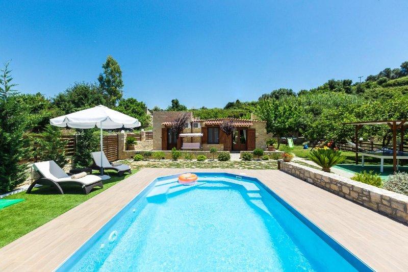 The pool also has hydro massage, jet stream capacity.