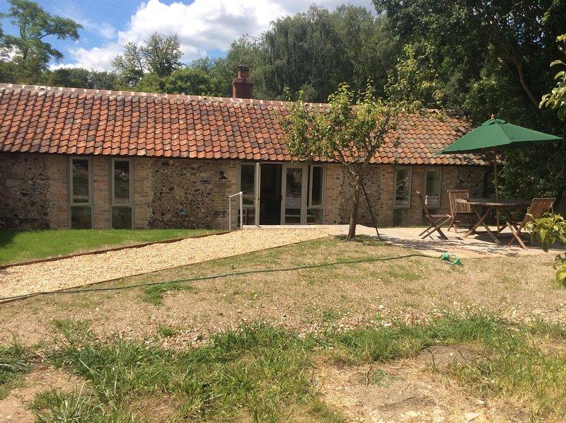 Orchard Cottage- un sol real. ventanas de cuerpo entero hacen que la mayor parte de las preciosas vistas.
