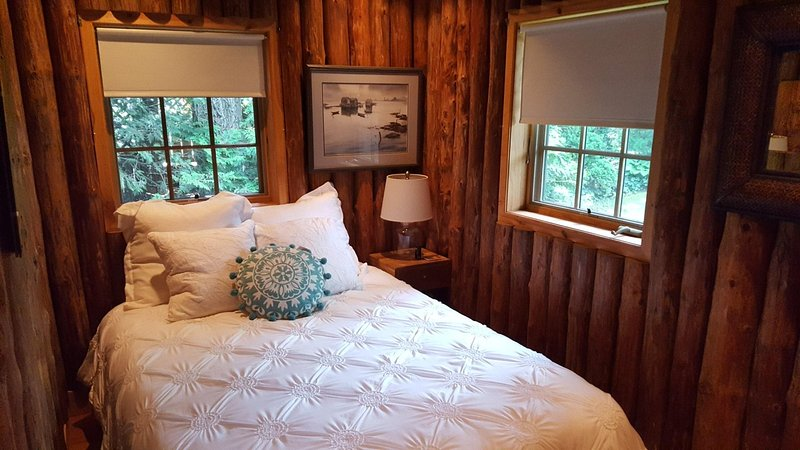 Liberty Landing - cozy cottage for summer or winter retreat. ND Football & BBall, location de vacances à Donaldson