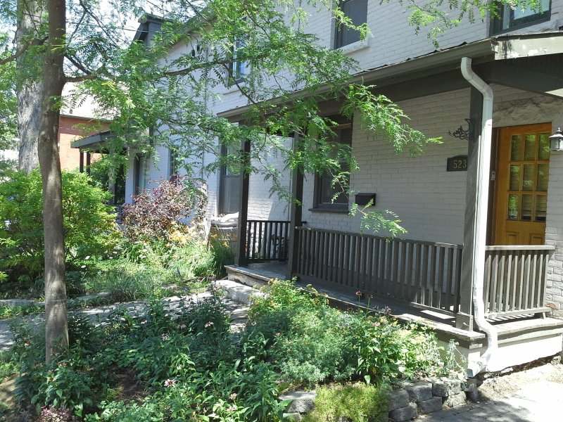 Fantastic fully equipped modern apartment - downtown with parking, holiday rental in Ottawa