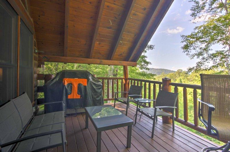 Elevar su experiencia del este de Tennessee con esta cabina de alquiler en Sevierville.
