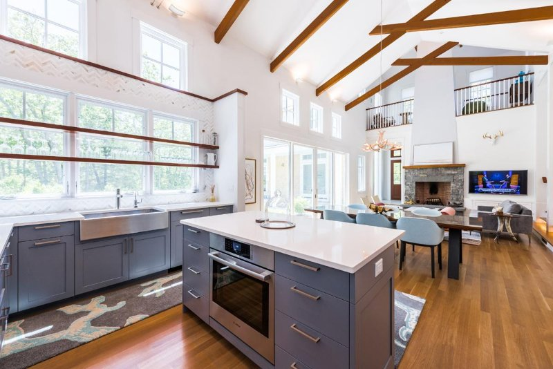 Kitchen with center prep island and breakfast bar