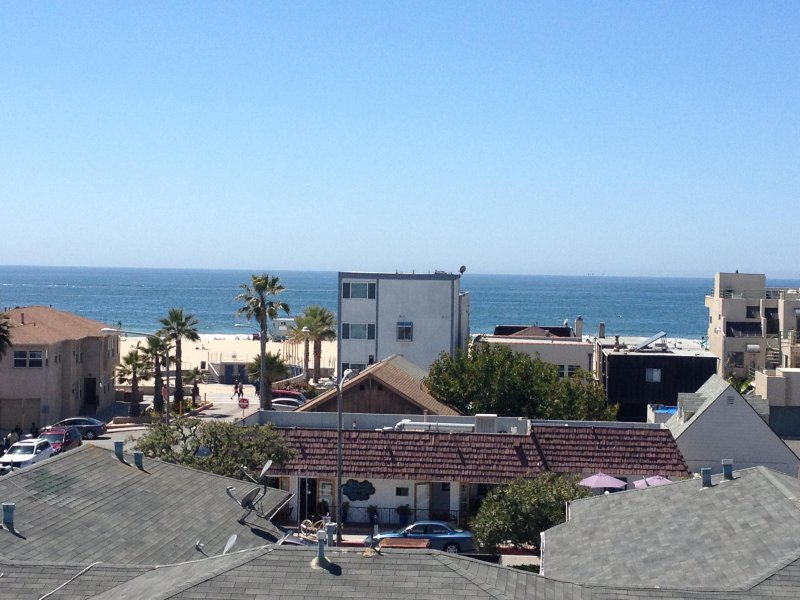 Panoramic Oceanviews Detached Townhouse - 2 blocks from beach, casa vacanza a Hermosa Beach