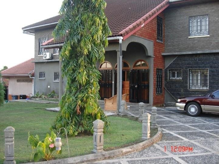 Exquisite fully furnished mansion with a view of the Limbe beach - Cameroon, holiday rental in Buea