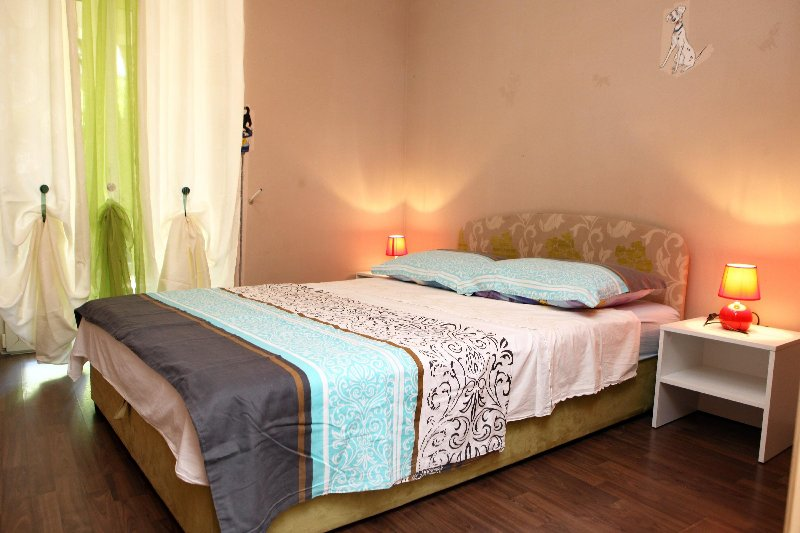 ST1 Two-Bedroom Apartment with Terrace, holiday rental in Basanija