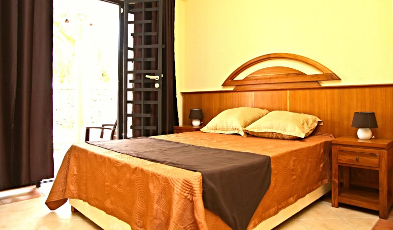 Albatros Residence - 2 bedrooms Apartments - lunch & dinner, alquiler vacacional en Petite Riviere
