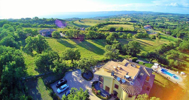villa I GIGLI DEL BELVEDERE, vacation rental in Montefiascone